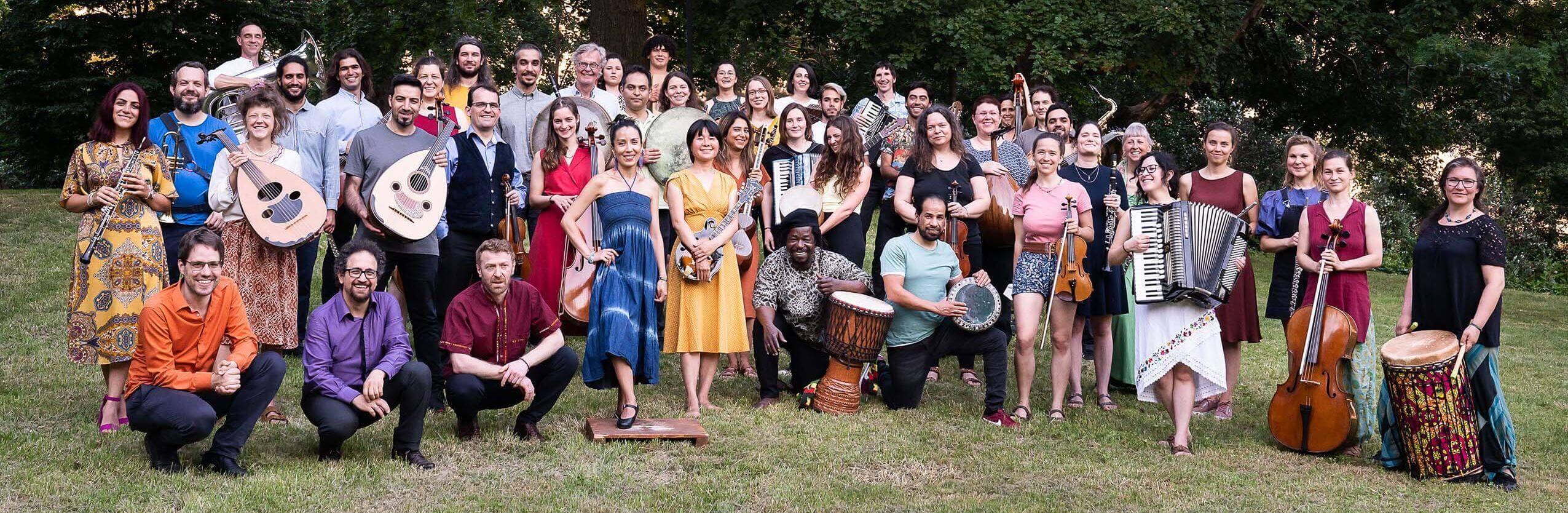 Webansicht Gruppenbild Orchester Klänge der Hoffnung_Foto von Jens Klein_bearbeitet_compr